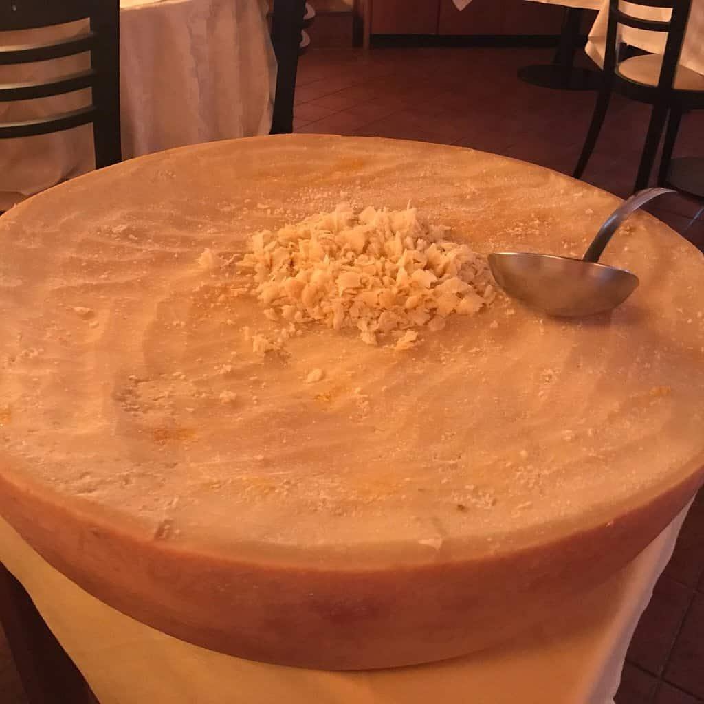 Massa no queijo tipo Grana Padano  Granparma 1